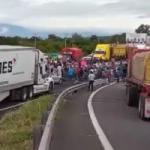 Bloquean carretera Veracruz-Xalapa. Exigen al gobernador respuestas